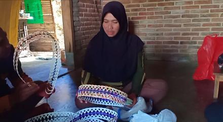 Tangan Kecil Ibu Siti Marfuah