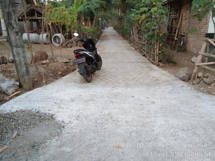 PAVING DUSUN MLINJON RT 42