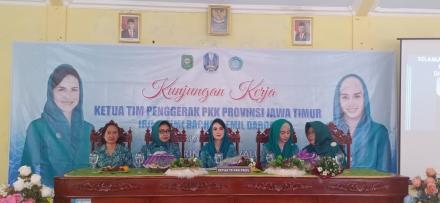 Monitoring Stunting, Arumi Bachsin, Kunjungi Desa Mlinjon